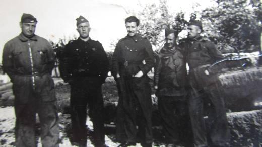 Luis Couto, segundo por la izquierda