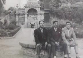 Luis Couto Dominguez, a la izquierda, con unos amigos